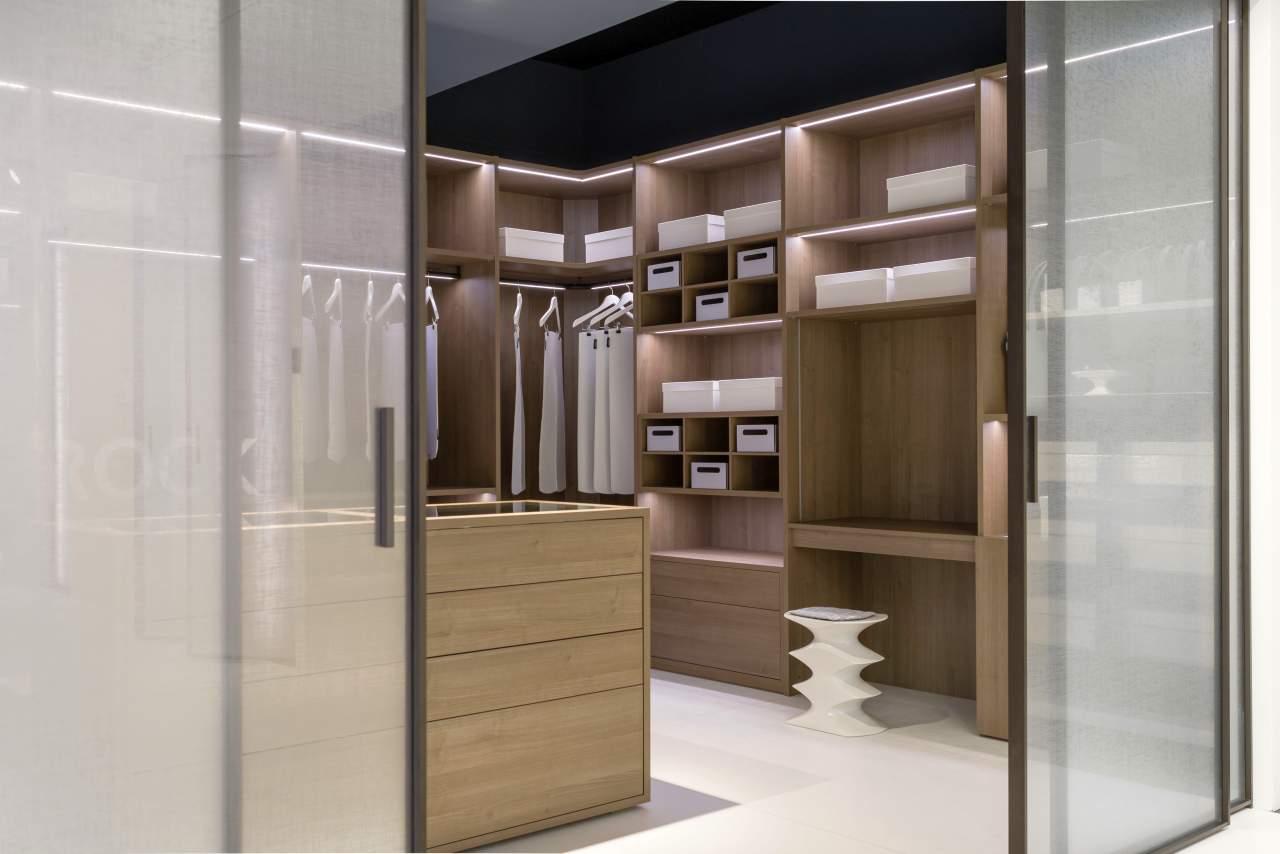 raumplus das muss man erleben. Black Bedroom Furniture Sets. Home Design Ideas