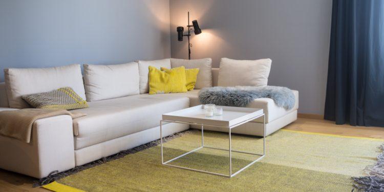 Wohnzimmer in Grau, Beige und Gelb
